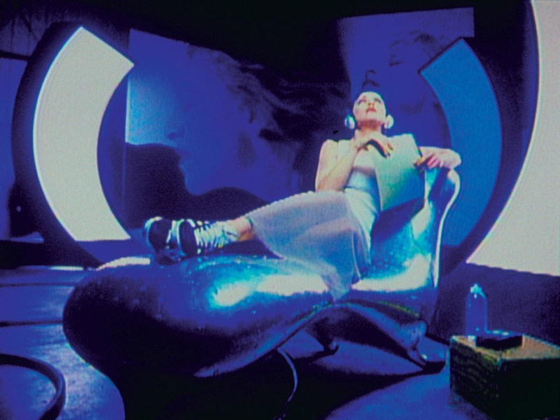 Madonna from 39 rain 39 video clip 1993 on lockheed lounge for Chaise longue lockheed lounge